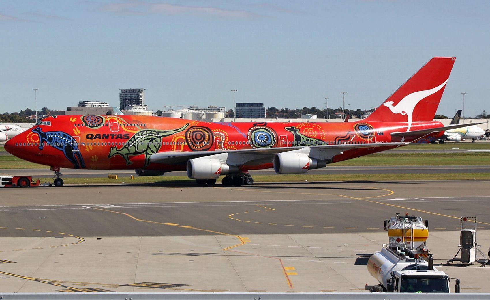 Qantas 747 a.jpg
