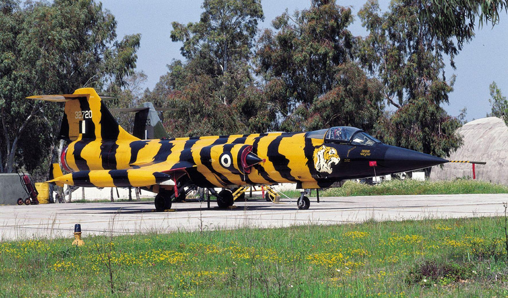 F 104 b.jpg