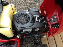 Toro LX420 Riding Mower w/ 82 hours $500