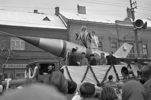 B5toF7iIcAE_4sG.jpg_large.jpeg