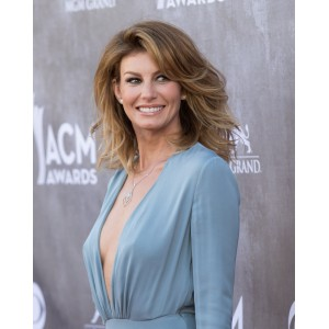 Faith-Hill-2014-ACM-Awards-37.jpg