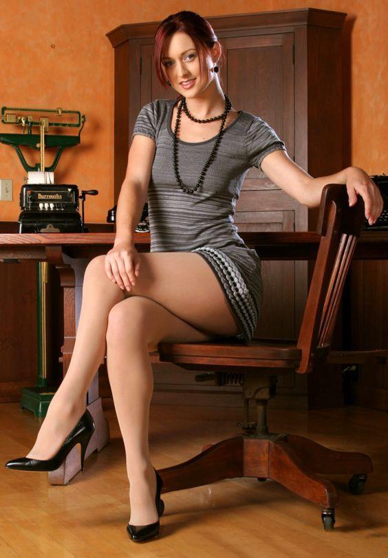 7c959ec93c904a29bacad71302c6547f--office-ladies-nice-legs.jpg