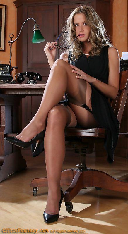 a0dc4d1c57c2f8669c3167db031488d6--stockings-lingerie-stockings-legs.jpg