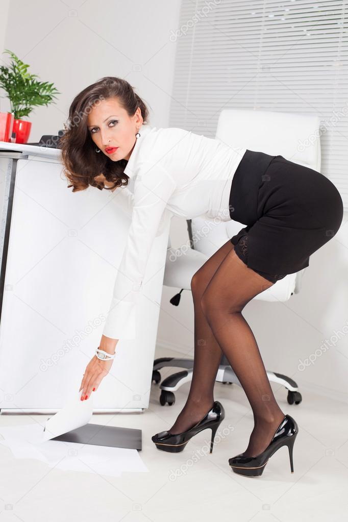 depositphotos_44449775-stock-photo-hot-business-woman.jpg