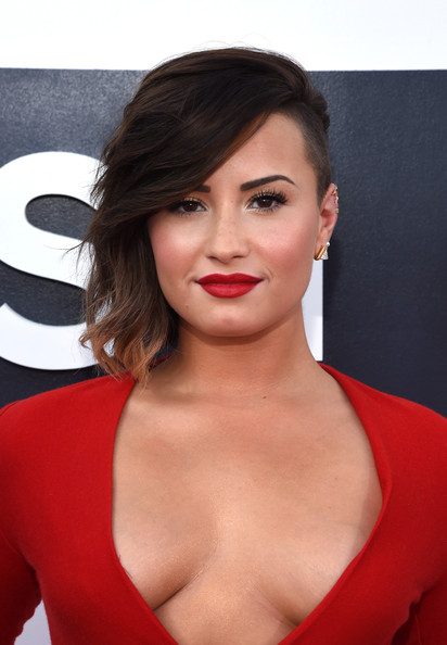 Demi+Lovato+Arrivals+MTV+Video+Music+Awards+qGzZXNr60V8l.jpg