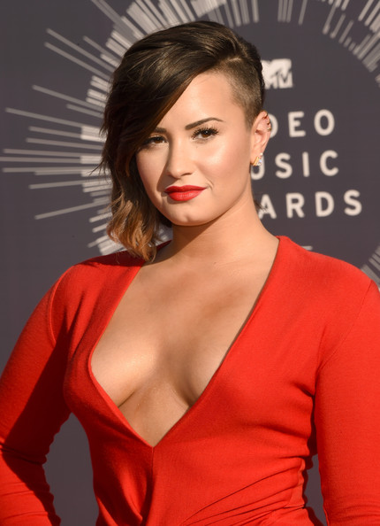 Demi+Lovato+Arrivals+MTV+Video+Music+Awards+cG2IoMuddx_l.jpg