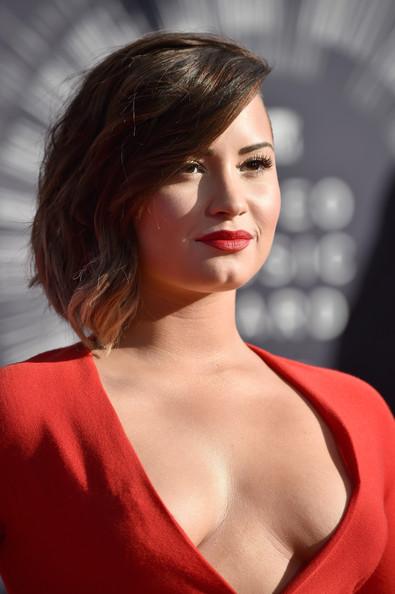 Demi+Lovato+Arrivals+MTV+Video+Music+Awards+iO5KRUm4AWil.jpg