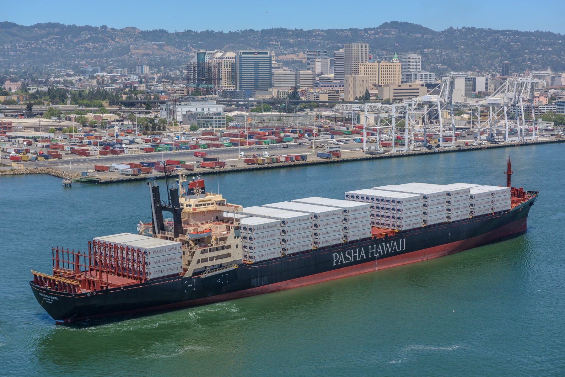 6-13-18_Pasha Hawaii Receives New Refrigerated Containers_Nick_Souza_2.jpg
