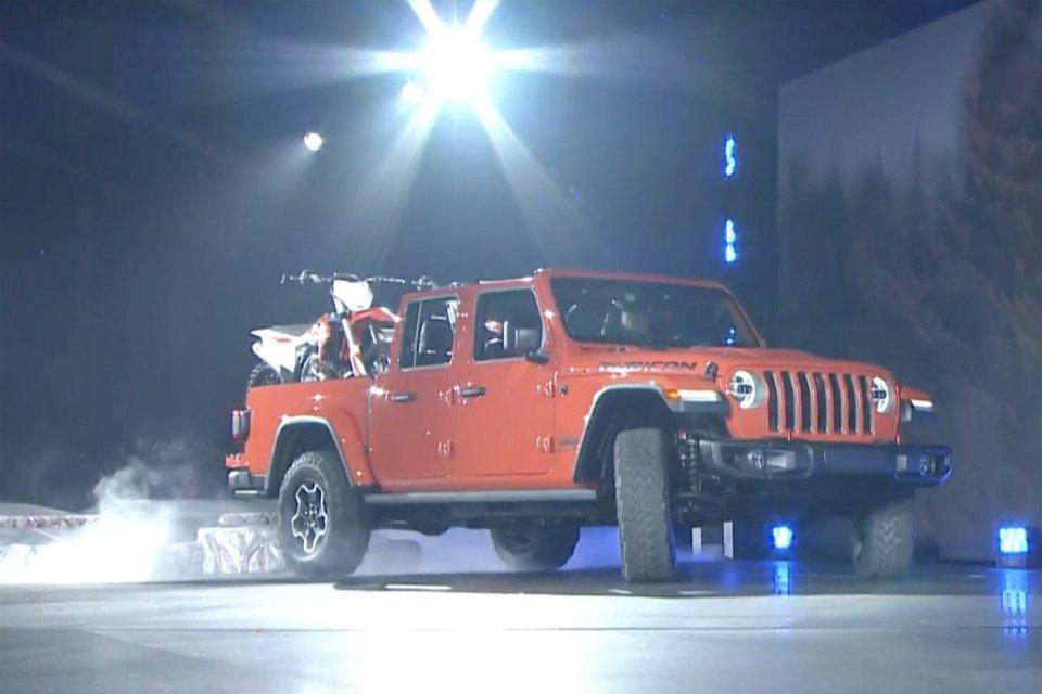 revealed-2020-jeep-gladiator-2018-11-28_20-04-12_280852-960x640.jpg