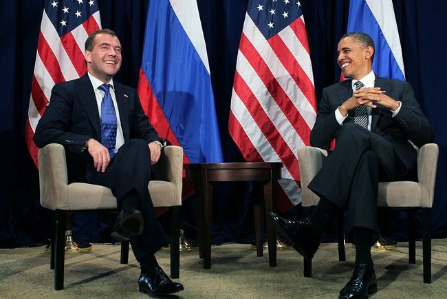 5ef894ee85437_Dmitry_Medvedev_in_Honolulu_November_2011-12.jpeg.5be99c0f44652e937f38bee05af539e4.jpeg