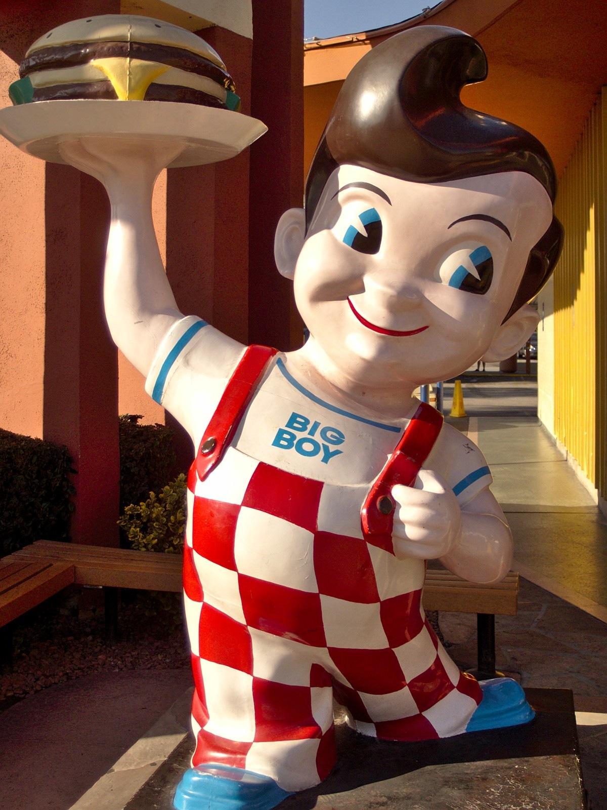 Bob's_big_boy_statue_burbank_2013.jpg
