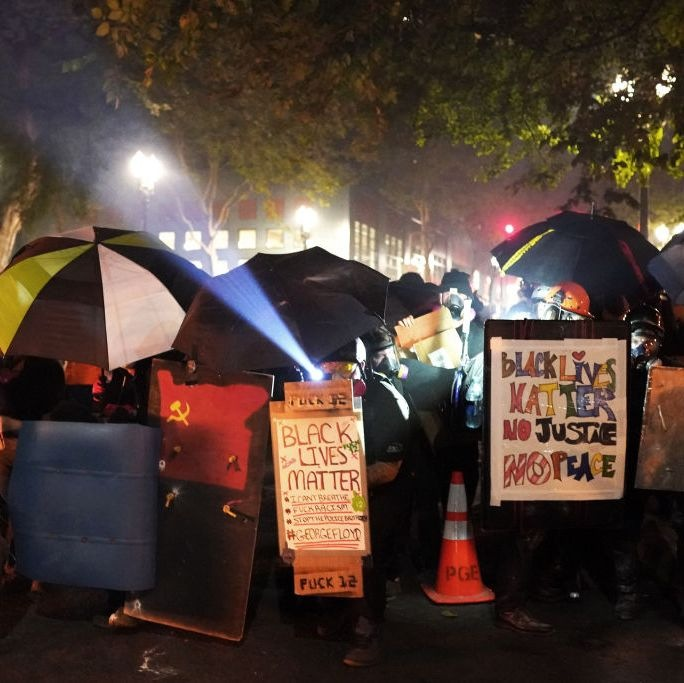 shield-line-made-up-of-protesters-with-umbrellas-and-trash-news-photo-1595444856.jpg.34c766d4e2f2fd55aa955274b8e3cf68.jpg