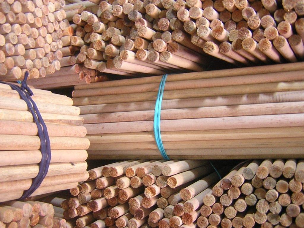 Wood_broom_handle.jpg