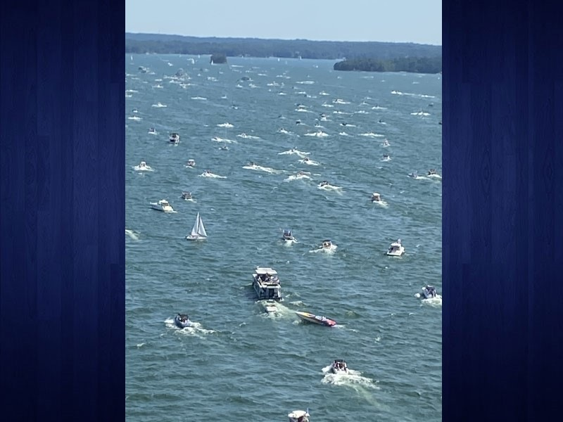 boats_crowded.jpg